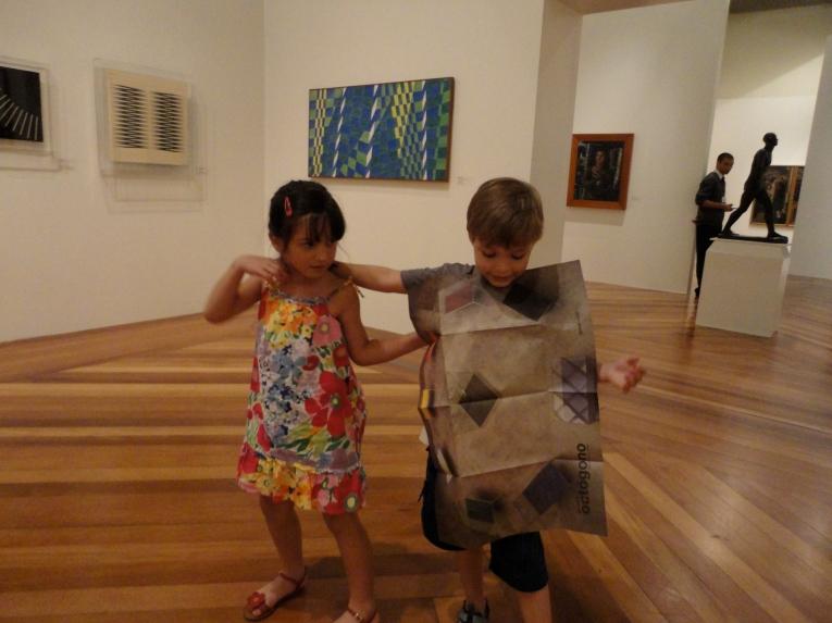 Dudu e sua amiga Carol curtindo a Pinacoteca de São Paulo