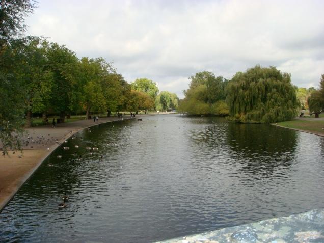 O lago do Regent's Park, em Londres: cenário de 101 Dálmatas