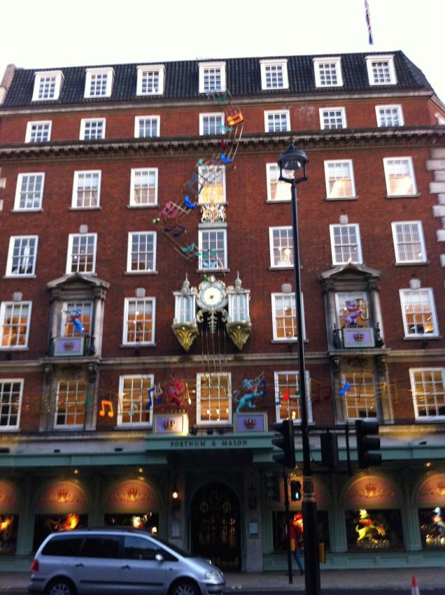 A fachada da Fortnum and Mason, em Piccadilly