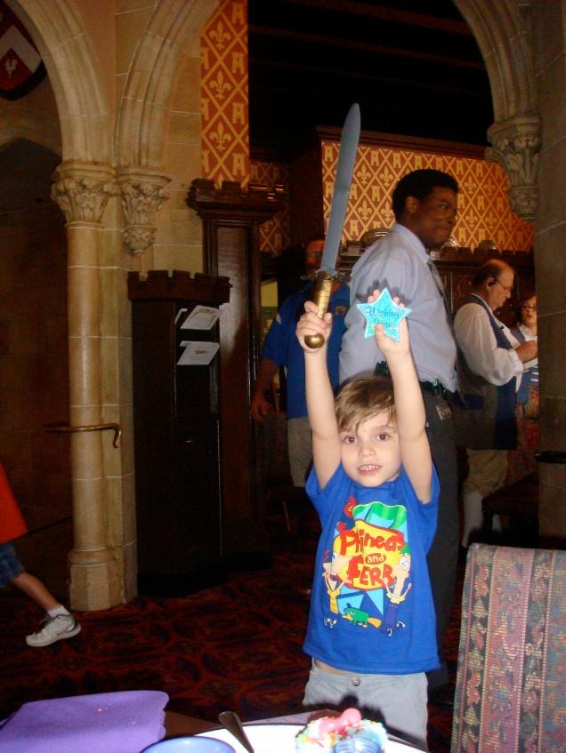 """Os meninos ganham uma espada de cavaleiro e uma """"wishing star"""""""