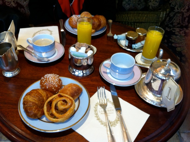 Café da manhã na Maison Ladurée