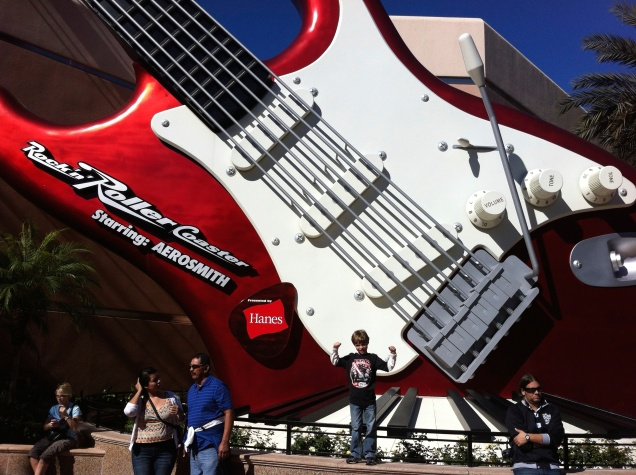 Dudu curtindo Aerosmith na Rock'n roller Coaster