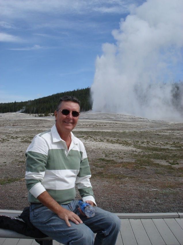 Gustavo no Old Faithful Geyser