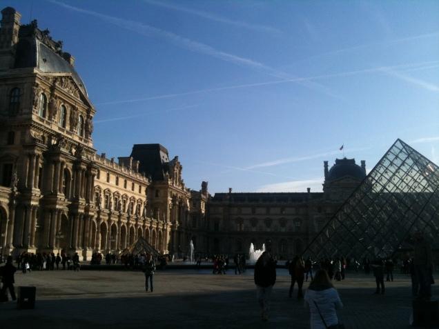 O Museu do Louvre e sua Pirâmide