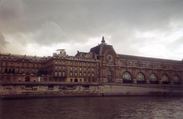 O Musée d'Orsay visto do Rio Sena