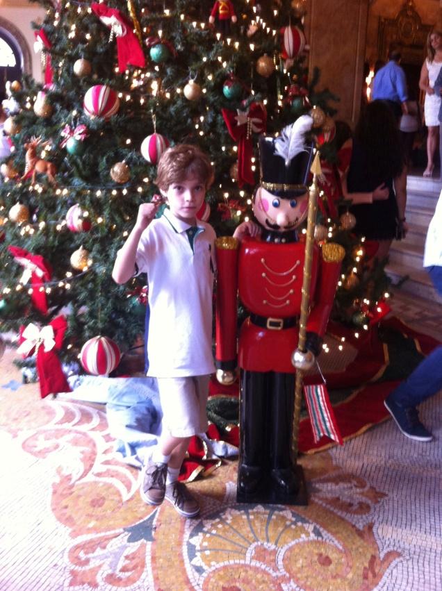 A árvore de Natal do Theatro Municipal: enfeitado para o tradicional Quebra Nozes