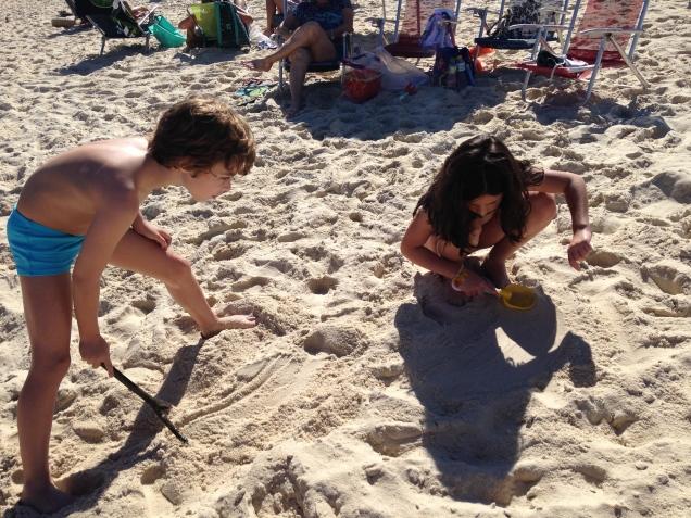 Dudu e Carol na praia do Leblon