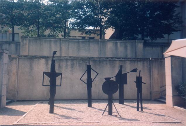 Antes da grande reforma, assim era o pátio interno do Museu Picasso, onde havia uma cafeteira. Em poucos dias saberemos se alguma coisa mudou...