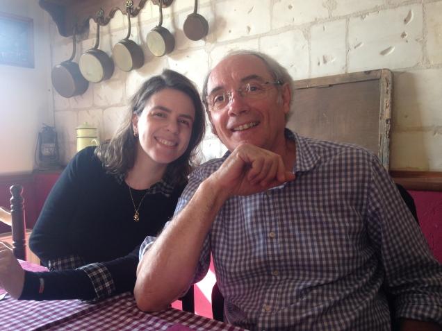 Com Philippe, curtindo um restaurante tipicamente francês