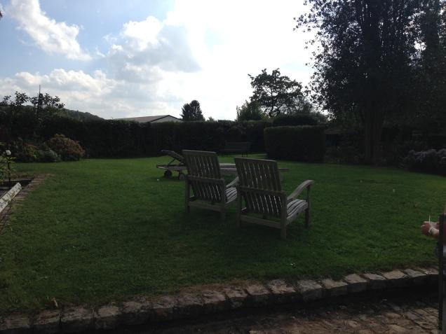 Um jardim agradável e convidativo para o bate-papo dos intervalos