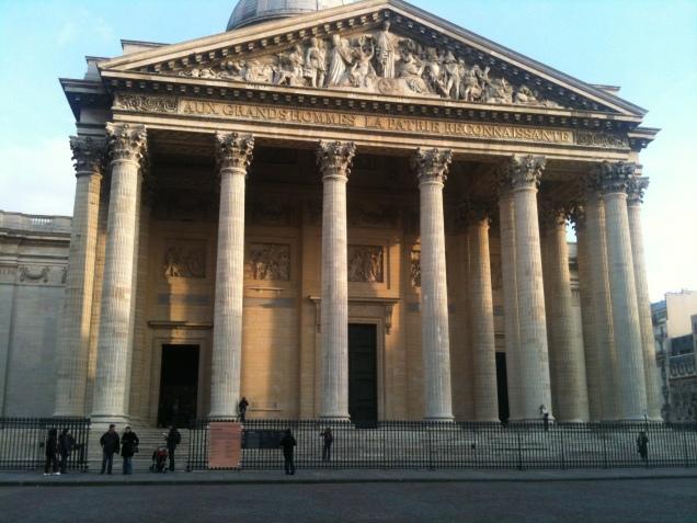 """O pêndulo de Foucault e os túmulos de """"gigantes"""" como Rousseau e Voltaire podem ser visitados todos os dias da semana"""
