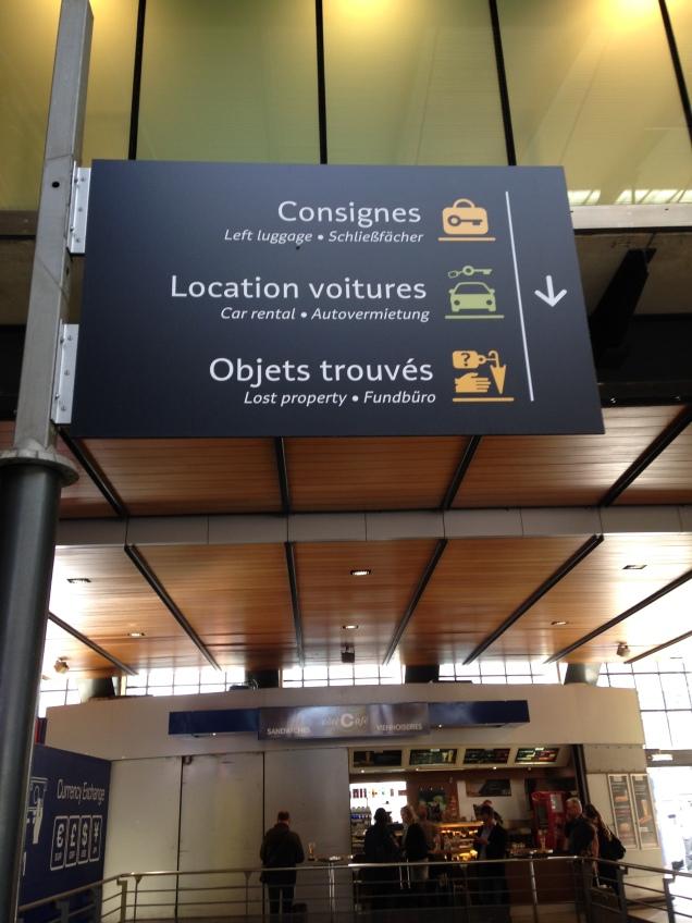 """Para deixar as bagagens na estação e dar umas voltas em Paris antes de embarcar, siga para """"Consignes"""""""