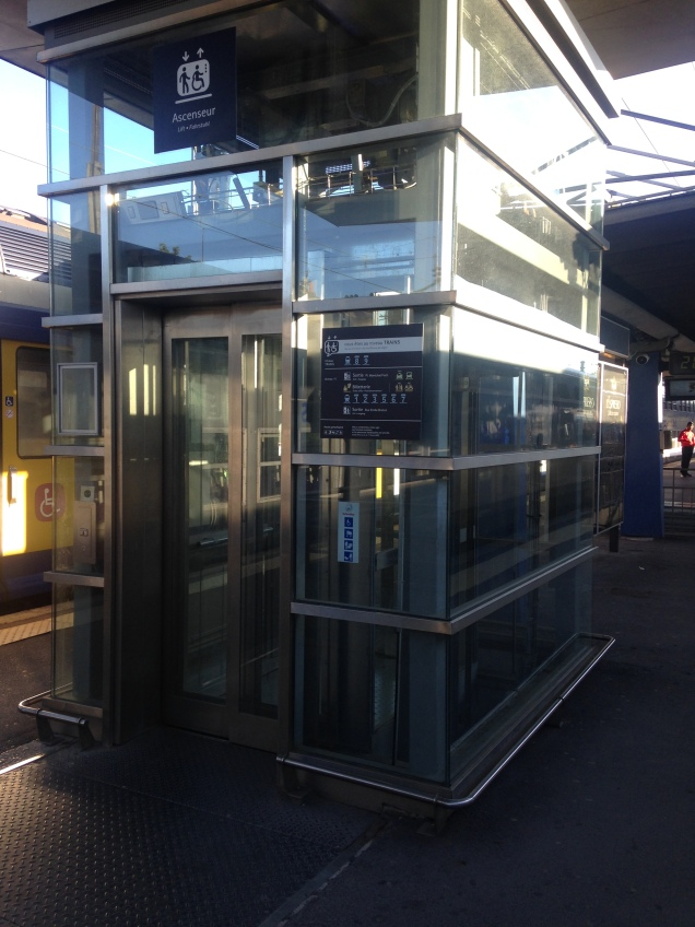 Elevador na plataforma da Gare d'Arras