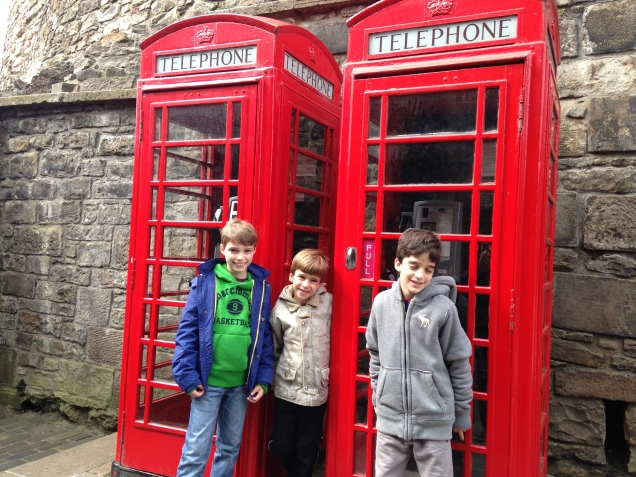 O trio mais animado da Grã-Bretanha!